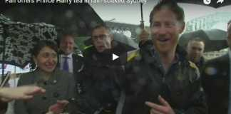 Video Best Moment of The Tour: Fan offers Prince Harry tea in rain-soaked Sydney