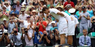 Andy Murray and Jarkko Nieminen bowed to the Queen ahead of the match Photo (C) GETTY IMAGES