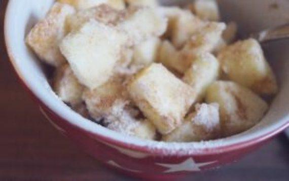 Apfel mit Zimt und Zucker