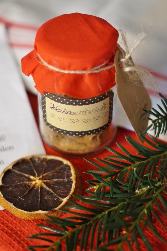 Weihnachtsduft aus Gewürzen und Früchten