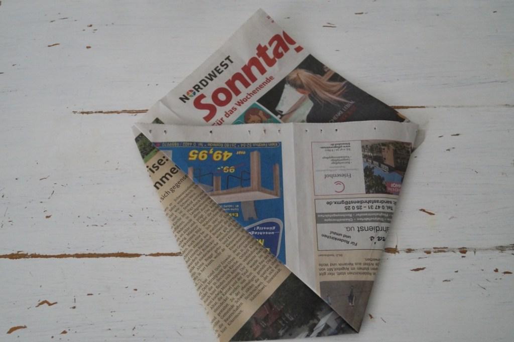 Mülltüte basteln aus Zeitungspapier