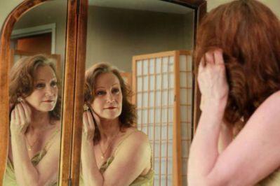 classy_lady_reflection
