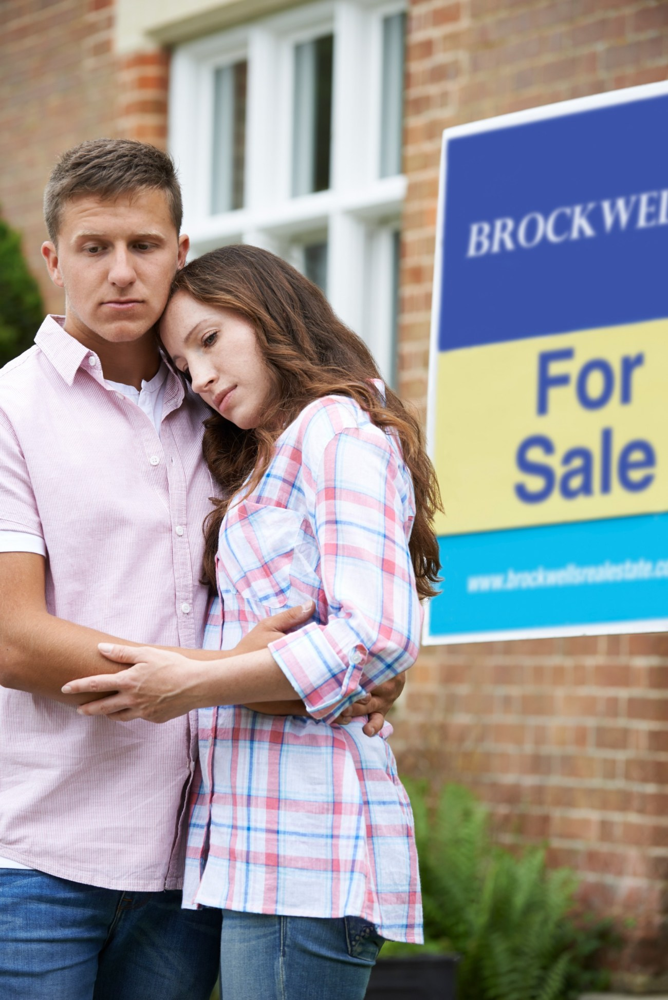 Young Couple Forced To Sell Home Through Financial Problems Stan