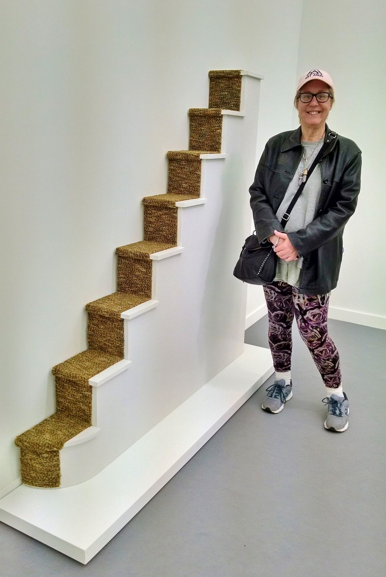 Frieze Diane with Stairs