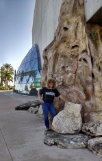 diane-with-dali-museum-building