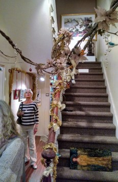 holiday-show-vine-on-rail-decoration