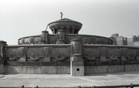 buckingham-fountain-off-season-rz-1981-diane-schmidt-m-fitzsimmons