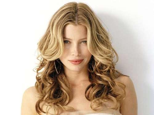 jessica biel has warm blonde hair