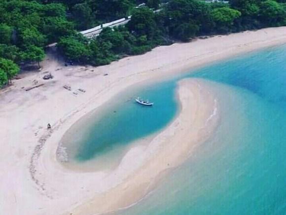 Pantai Sembilan Giligenting
