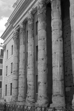 2016april23_rome_pantheon_13_bw