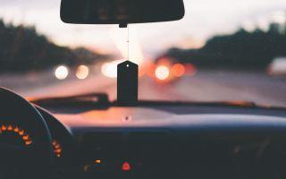 menjaga kebersihan dasboard mobil