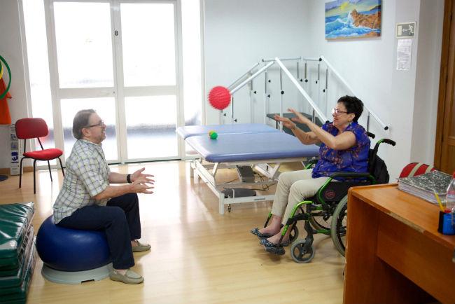 """L'Obra Social """"la Caixa"""" inverteix 4,2 milions d'euros en projectes d'atenció a l'envelliment, la discapacitat i la malaltia"""