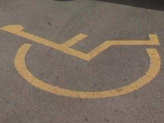 síndica-bcn-ens-publics-reserva-aparcaments-persones-discapacitat