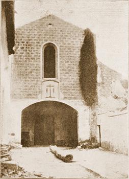 La porta d'accés a la porta del convent.  Fotografies de l'Arxiu Provincial del Caputxins
