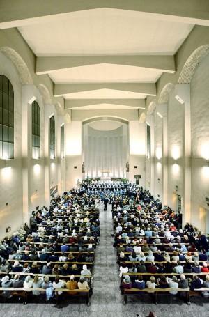Tres cors, una orquestra i quatre veus solistes es van reunir a Sant Ildefons per interpretar la Missa núm. 5 de Schubert. Fotografies de Javier Sardá