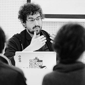 Andreu Belsunces a la xerrada inaugural del cicle 'Era digital'. A la imatge destacada, vista general de la sala. Fotografies de Javier Sardá