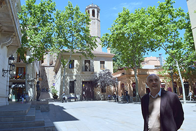 Jordi Bosch a la plaça de la seu del districte de Sarrià - Sant Gervasi. Fotografies de Carme Rocamora