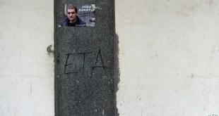 Puerta con poster de ETA