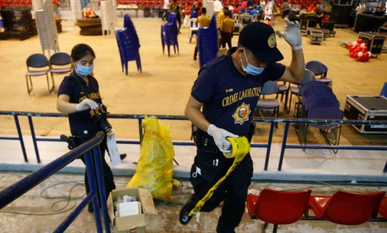 Agentes de la Policía Filipina investigan el envenenamiento de más de 200 personas