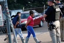 Photo of 680 hispanos arrestados en planta procesadora de alimentos en Mississippi