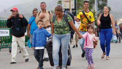 Photo of Colombia: Autoridades deciden no cerrar frontera con Venezuela