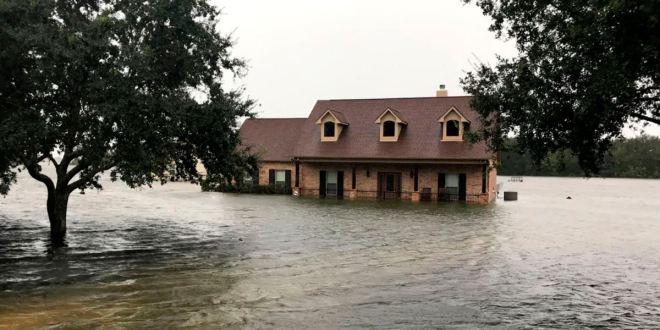 Tormenta Imelda deja dos muertos y docenas de atrapados en Texas 1