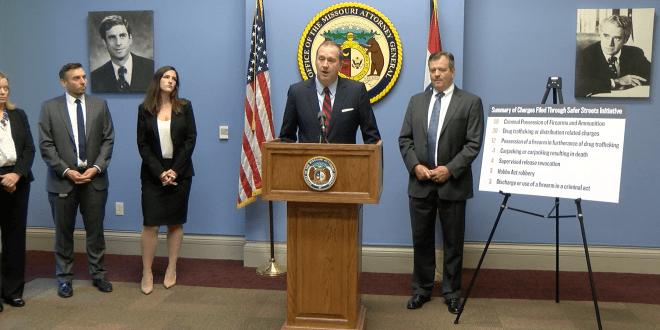 Conferencia de Prensa con Fiscal General de Missouri Eric Scmidt