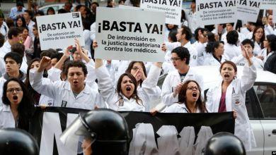 Ecuador termina convenio de salud con Cuba 6