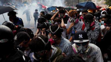 Hong Kong: Policía lanza gas lacrimógeno y balas de gomas a manifestantes 2