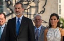 "Photo of ""Viva Felipe, viva España"", cubanos dan bienvenida al rey en aniversario 500 de La Habana"