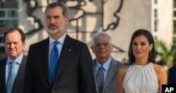 """""""Viva Felipe, viva España"""", cubanos dan bienvenida al rey en aniversario 500 de La Habana 12"""