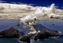 Photo of Al menos 5 muertos en erupción de volcán en Nueva Zelanda