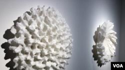Dos obras de Juan Asension exhibidas durante la feria de arte contemporáneo Art Basel 2019 (Foto: Antoni Belchi)