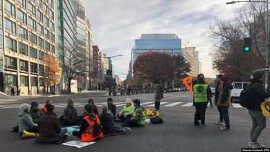 Photo of Manifestantes por el cambio climático bloquean centro de Washington
