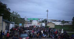 Hondureños esperan reunirse en la frontera para cruzar juntos 4