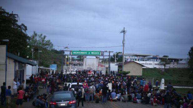 Hondureños esperan reunirse en la frontera para cruzar juntos 1