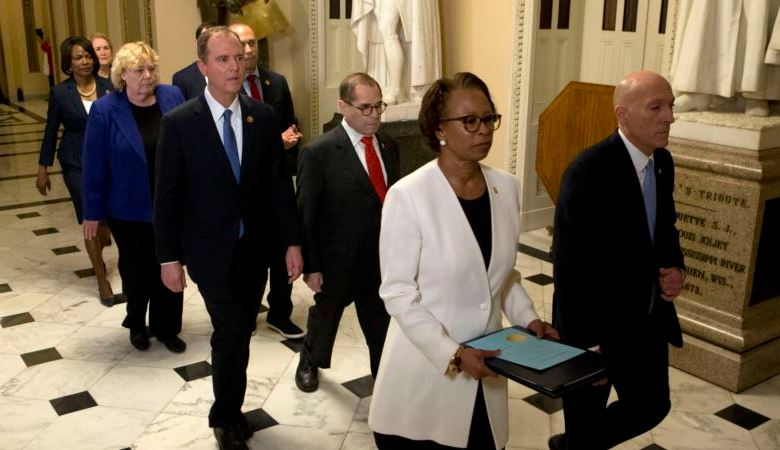 Senadores prestan juramento para juicio político a Trump 1