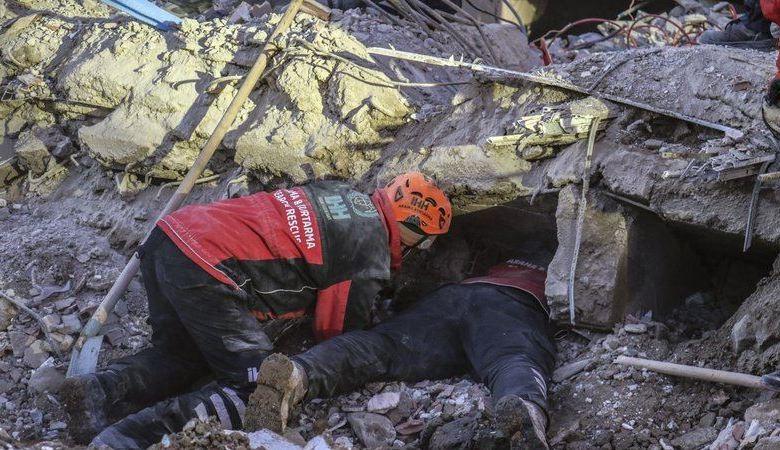 Turquía busca sobrevivientes, confirma 35 muertos en sismo 1