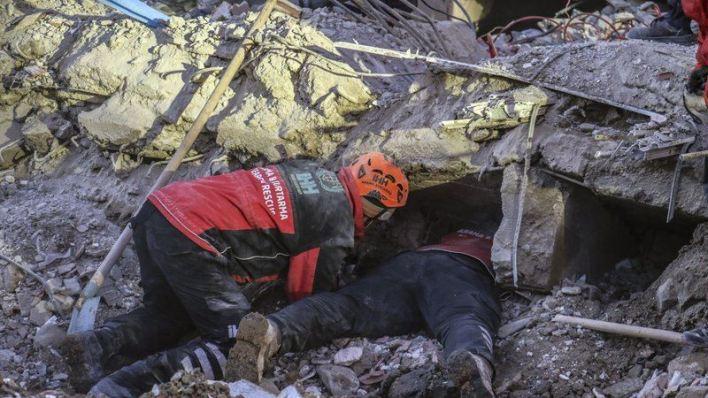 Turquía busca sobrevivientes, confirma 35 muertos en sismo 2