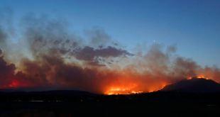 Incendio causa estado de emergencia en capital australiana 11