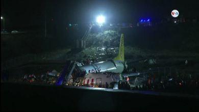 Turquía: Avión de pasajeros se desliza fuera de la pista y se rompe en pedazos 6