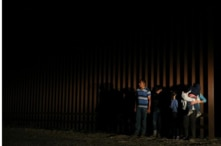 Immigrants who illegally crossed the border between Mexico and the United States are apprehended by a US patrol near McAllen, Texas, USA, April 5, 2018. REUTERS / Loren Elliott