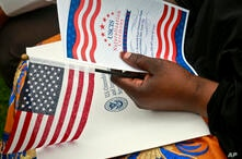 La oficina del Servicio de Ciudadanía e Inmigración de EE.UU. señaló que todos los solicitantes y peticionarios que tienen citas programadas y ceremonias de naturalización que se vean afectadas por este cierre recibirán una notificación formal.