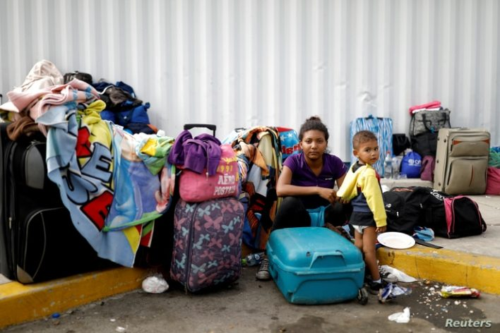 FILE PHOTO: Venezuelan migrant Juviamdy Garcia, 19, poses for a picture with her son Luian, 2, after having processed their…