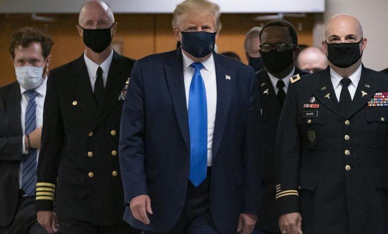 Presidente Donald Trump usó por primera vez mascarilla en público 1