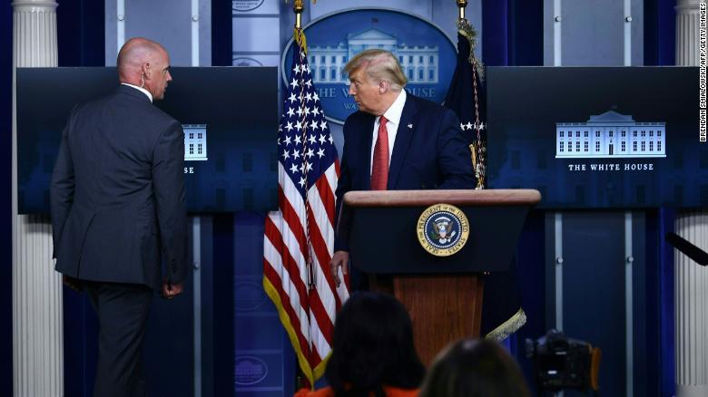 Donald Trump es evacuado de conferencia por tiroteo en exteriores de la Casa Blanca 1