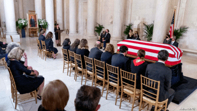 Photo of Rinden homenaje a Ruth Bader Ginsburg ante la Corte Suprema en Washington D.C.
