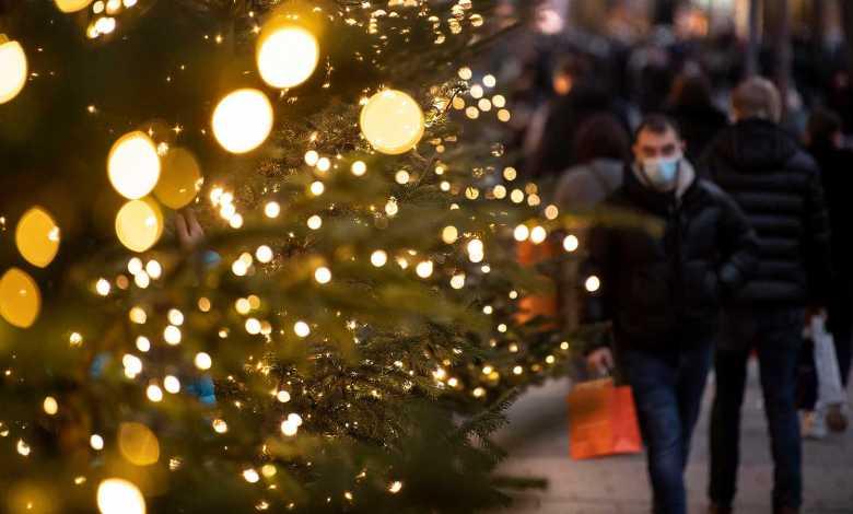 OMS recomienda utilizar mascarilla durante reuniones navideñas en Europa 1