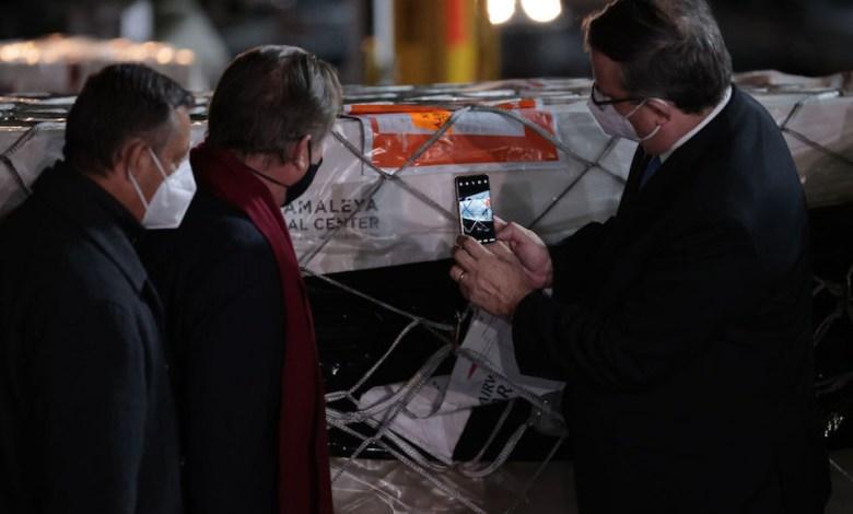 México recibe primer cargamento de vacunas Sputnik V con 200,000 dosis 1