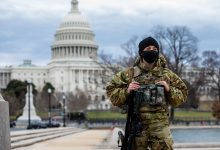 Soldado frente al Capitolio en Washington D.C.